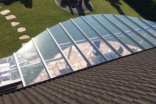 Sonnenschutz über einer Terrasse
